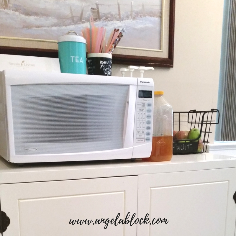 Here are some ideas I recommend to stay decluttered and organized in a small space
