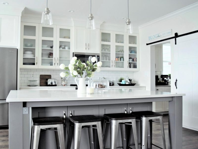 12 SIMPLE WAYS TO FRESHEN UP YOUR KITCHEN ( WITHOUT A MAJOR RENOVATION)