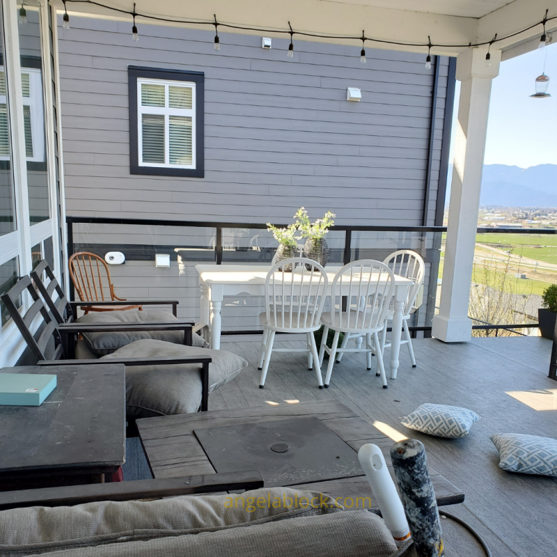 5 Must-have Tips to Update your Patio Décor. My Patio before cleaning it up.